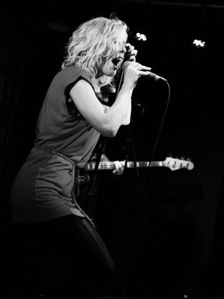 Lead singer- Ava Frida Eckermann Avakhan live at Obaren in Stockholm