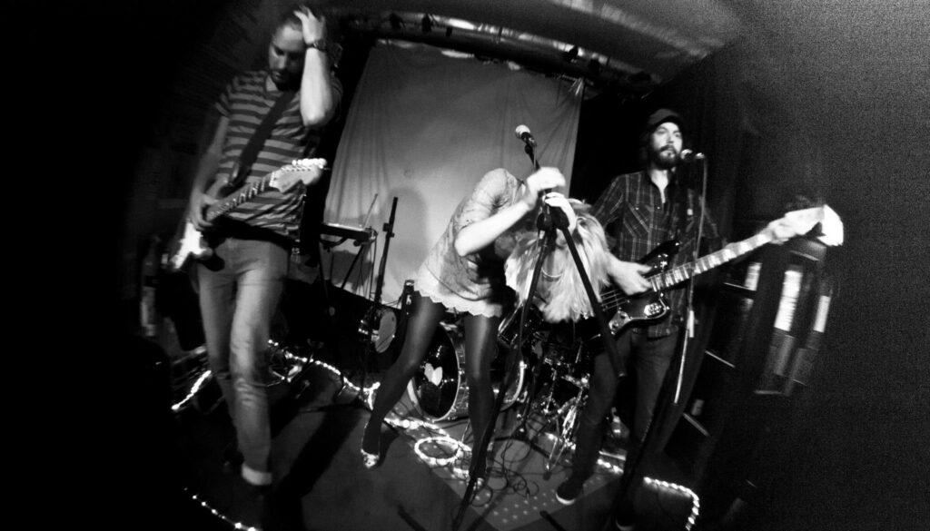 Avakhan live. Ava Frida Eckermann, Joakim Lundgren, Kristoffer Jonsson